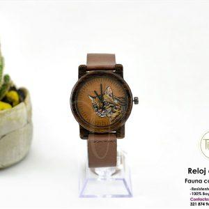 Reloj en madera con fondo grabado y pintado a mano. Ocelote, coleccion fáuna colombiana.TIAREJ